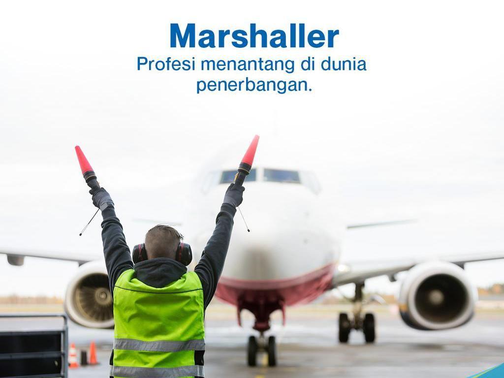 Mengenal Marshaller, Si Tukang Parkir Pesawat, Berapa Gajinya?