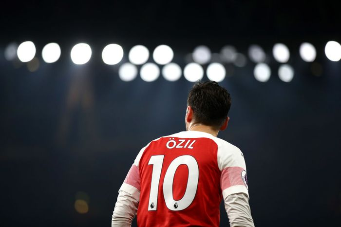 LONDON, ENGLAND - FEBRUARY 27: Mesut Ozil of Arsenal looks on during the Premier League match between Arsenal FC and AFC Bournemouth at Emirates Stadium on February 27, 2019 in London, United Kingdom. (Photo by Julian Finney/Getty Images)
