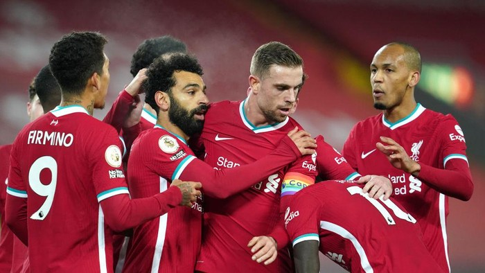 LIVERPOOL, ENGLAND - DECEMBER 06: Mohamed Salah (2L) of Liverpool celebrates with team mates Jordan Henderson (2R), Roberto Firminho (L) and Fabinho (R) after scoring their sides first goal during the Premier League match between Liverpool and Wolverhampton Wanderers at Anfield on December 06, 2020 in Liverpool, England. A limited number of fans (2000) are welcomed back to stadiums to watch elite football across England. This was following easing of restrictions on spectators in tiers one and two areas only. (Photo by Jon Super - Pool/Getty Images)