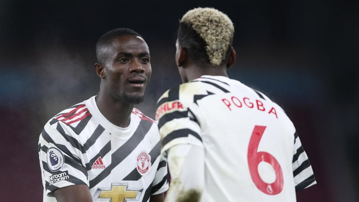BURNLEY, ENGLAND - JANUARY 12: Paul Pogba of Manchester United celebrates with Eric Bailly after scoring their teams first goal during the Premier League match between Burnley and Manchester United at Turf Moor on January 12, 2021 in Burnley, England. Sporting stadiums around England remain under strict restrictions due to the Coronavirus Pandemic as Government social distancing laws prohibit fans inside venues resulting in games being played behind closed doors. (Photo by Clive Brunskill/Getty Images)