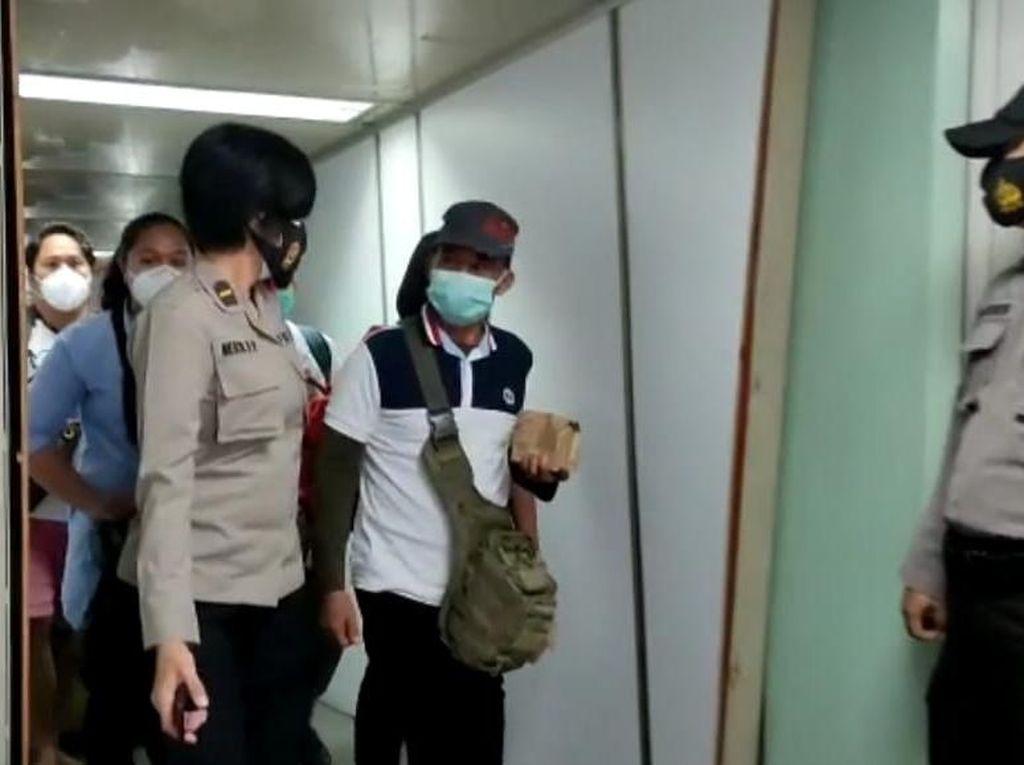 Tiba di Soetta, Keluarga Korban Sriwijaya Air Dikawal Polisi hingga RS Polri