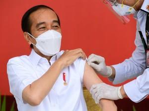 Teori Suntikan 90 Derajat di Balik Hoax Vaksin Jokowi Harus Diulang