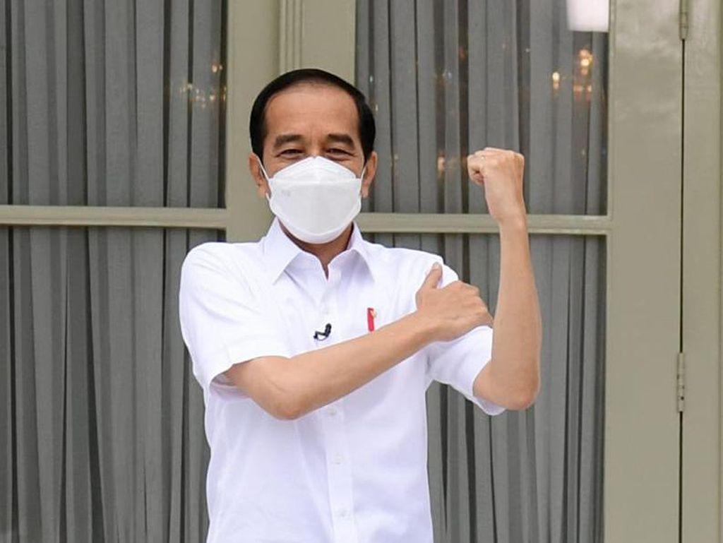 Posting Kartu Vaksinasi COVID, Jokowi Akan Jalani Vaksin Kedua 14 Hari Lagi