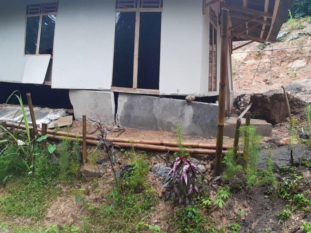 13 Rumah Warga Rusak Akibat Pergerakan Tanah di Lebak Banten