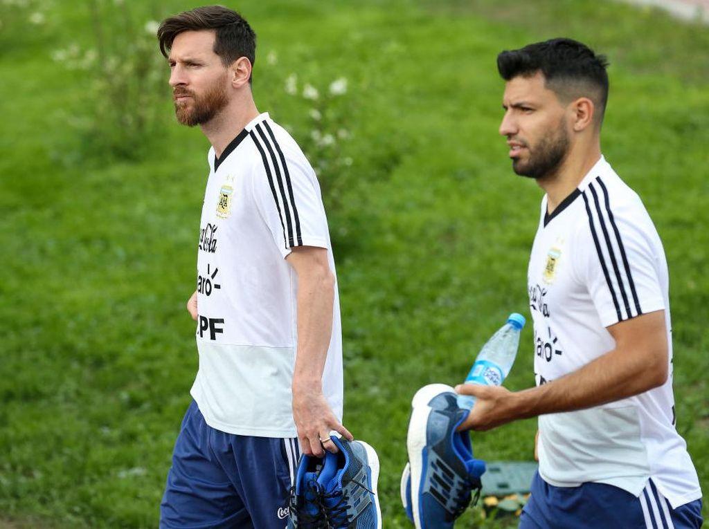 Agar Messi Bertahan, Barcelona Mau Datangkan Aguero?