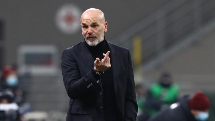 MILAN, ITALY - JANUARY 12: Stefano Pioli, Head Coach of A.C. Milan reacts during the Coppa Italia match between AC Milan and Torino FC at Stadio Giuseppe Meazza ></span></p> <p><span style=