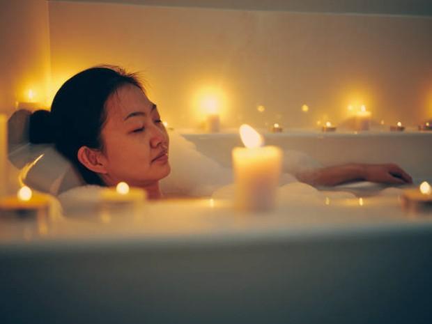 Uap dari air hangat dapat membantu melegakan tenggorokan / foto : istockphoto.com