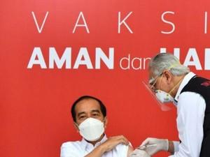 Vaksinasi COVID-19 di Indonesia Dimulai, Nakes Takut Protokol Kesehatan Mengendur