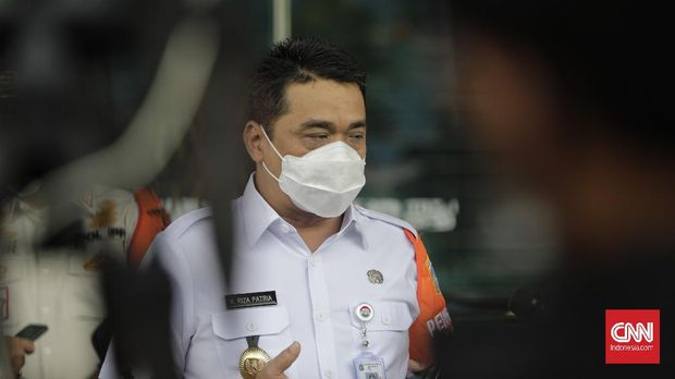 Wakil Gubernur DKI Jakarta, Ahmad Riza Patria memberikan keterangan pada wartawan. Jakarta, Rabu, 13 Januari 2021.