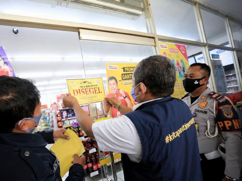 Langgar Jam Operasional Saat PSBB, 22 Tempat Usaha di Bandung Disegel