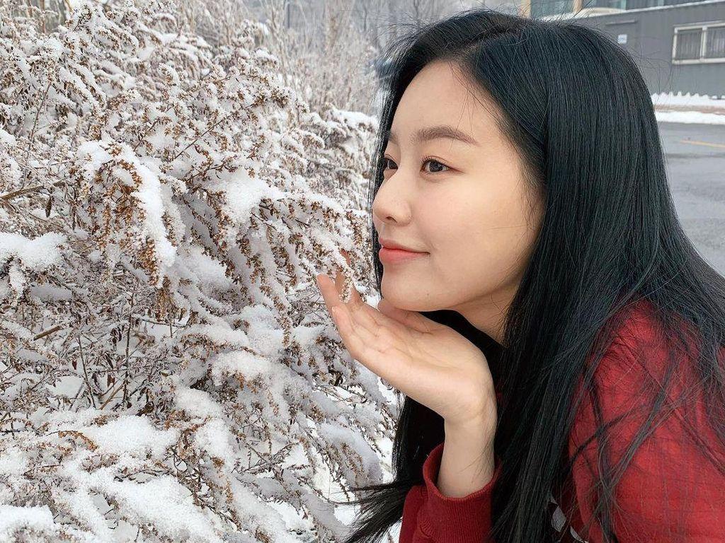 10 Potret Cantik Park Yoo Na, Pemeran Kang Soo Jin di True Beauty