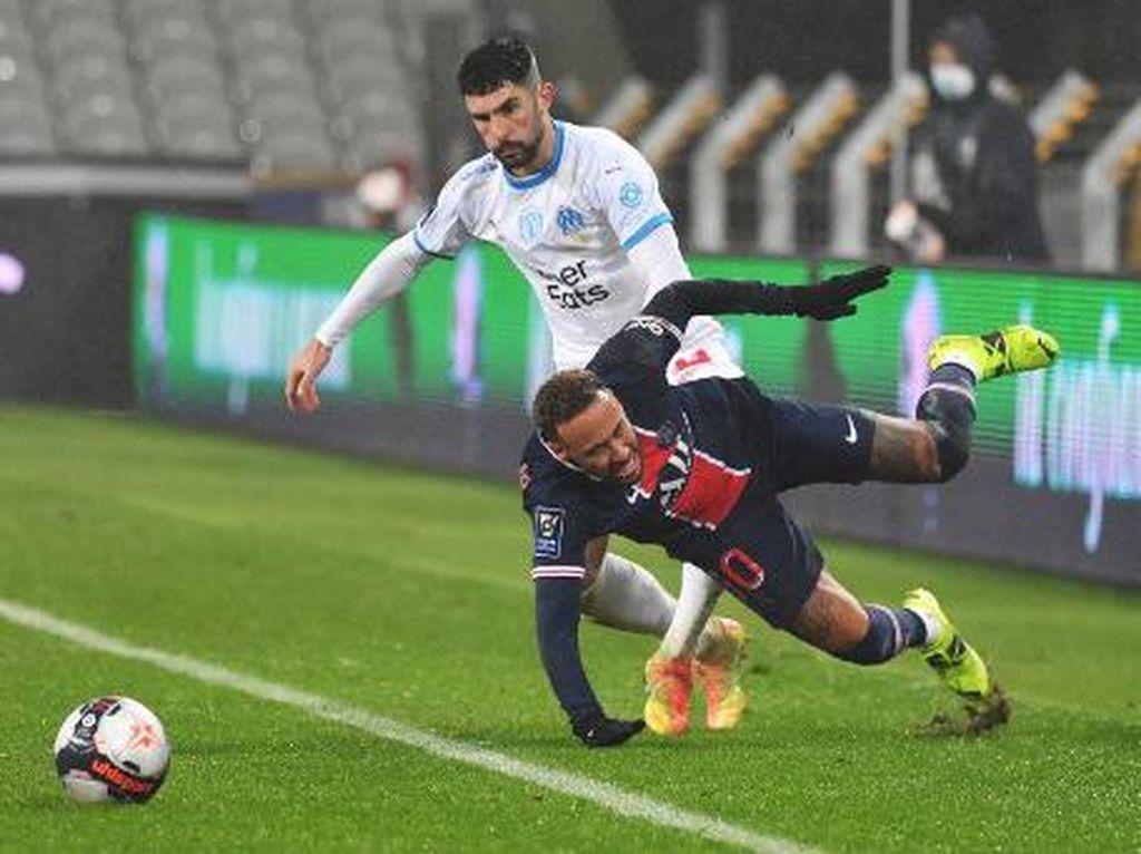 Neymar Vs Alvaro Gonzalez Jilid II: Duel Keras Berujung Twitwar