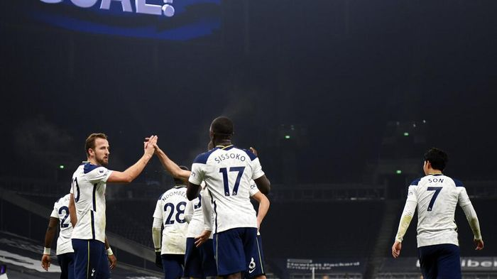 Tottenhams Harry Kane, left, celebrates with teammates after scoring his sides opening goal during the English Premier League soccer match between Tottenham Hotspur and Fulham at the Tottenham Hotspur Stadium in London, Wednesday, Jan. 13, 2021. (Shaun Botterill/Pool via AP)