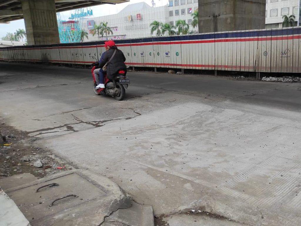Jalan Dekat Metropolitan Mall Diperbaiki, Warga Harap Tak Ada Lagi Kecelakaan