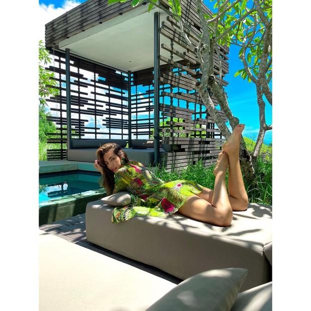 Jessica Iskandar tengkurap pakai daster/instagram.com/inijedar