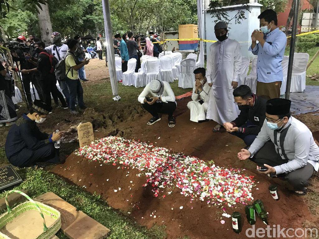 Suasana Pemakaman Syekh Ali Jaber di Ponpes Daarul Quran