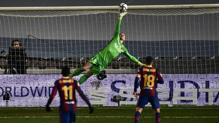 Barcelonas goalkeeper Marc-Andre ter Stegen makes a save during Spanish Super Cup semi final soccer match between Barcelona and Real Sociedad at Nuevo Arcangel stadium in Cordoba, Spain, Wednesday, Jan. 13, 2021. (AP Photo/Jose Breton)