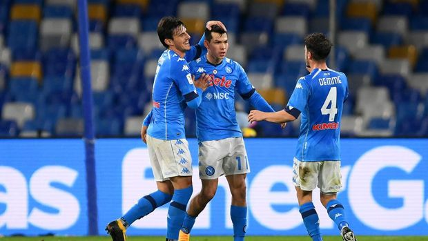 NAPLES, ITALY - JANUARY 13: Hirving Lozano of Napoli celebrates with (L-R) Eljif Elmas and Diego Demme after scoring their team's second goal during the Coppa Italia match between SSC Napoli and Empoli FC at Stadio Diego Armando Maradona on January 13, 2021 in Naples, Italy. Sporting stadiums around Italy remain under strict restrictions due to the Coronavirus Pandemic as Government social distancing laws prohibit fans inside venues resulting in games being played behind closed doors. (Photo by Francesco Pecoraro/Getty Images)