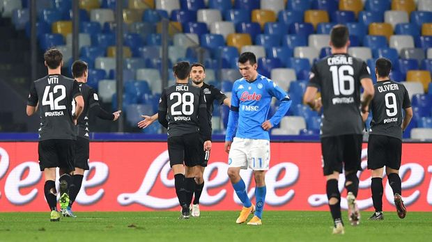 NAPLES, ITALY - JANUARY 13: Nedim Bajrami of Empoli celebrates with teammate Samuele Ricci after scoring their team's second goal during the Coppa Italia match between SSC Napoli and Empoli FC at Stadio Diego Armando Maradona on January 13, 2021 in Naples, Italy. Sporting stadiums around Italy remain under strict restrictions due to the Coronavirus Pandemic as Government social distancing laws prohibit fans inside venues resulting in games being played behind closed doors. (Photo by Francesco Pecoraro/Getty Images)