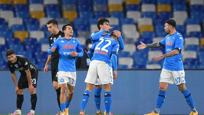 NAPLES, ITALY - JANUARY 13: Giovanni Di Lorenzo of S.S.C. Napoli  celebrates with teammates Hirving Lozano, Eljif Elmas and Andrea Petagna after scoring their teams first goal during the Coppa Italia match between SSC Napoli and Empoli FC at Stadio Diego Armando Maradona on January 13, 2021 in Naples, Italy. Sporting stadiums around Italy remain under strict restrictions due to the Coronavirus Pandemic as Government social distancing laws prohibit fans inside venues resulting in games being played behind closed doors. (Photo by Francesco Pecoraro/Getty Images)