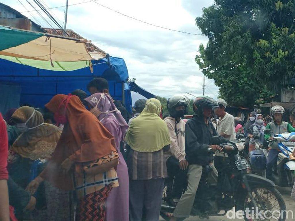 Duh, Pasar Tiban di Brebes Bikin Kerumunan Saat PPKM