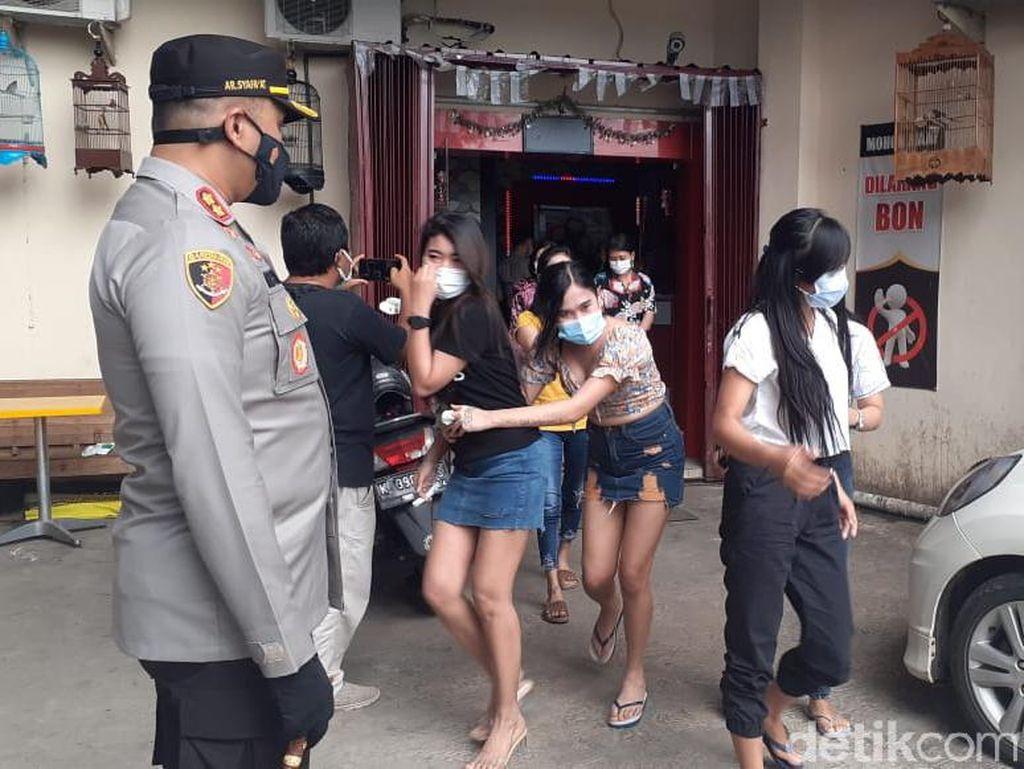 Razia PPKM, Puluhan Orang LC hingga ASN Diciduk Polisi di Tempat Karaoke