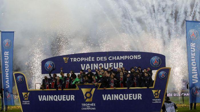 Paris Saint-Germain berhasil menjadi juara Trophee des Champions usai mengalahkan Marseille 2-1 di Stade Bollaert-Delelis, Kamis (14/1/2021) dini hari WIB.