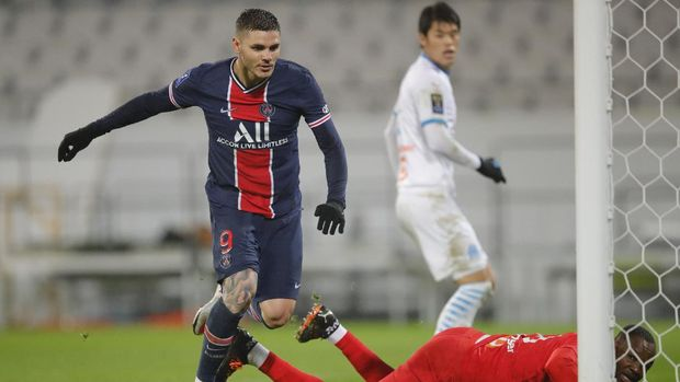 PSG's Mauro Icardi scores his side's opening goal during the Champions Trophy soccer match between Paris Saint-Germain and Olympique Marseille at the Bollaert stadium in Lens, northern France, Wednesday, Jan.13, 2021. (AP Photo/Christophe Ena)