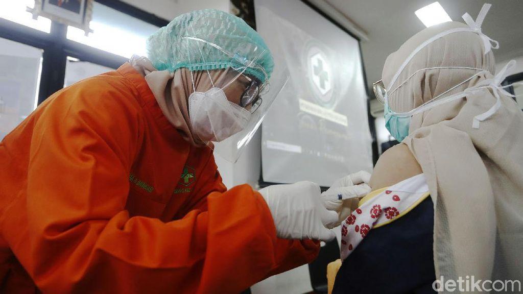 Puskesmas Cilandak Mulai Lakukan Vaksinasi Corona