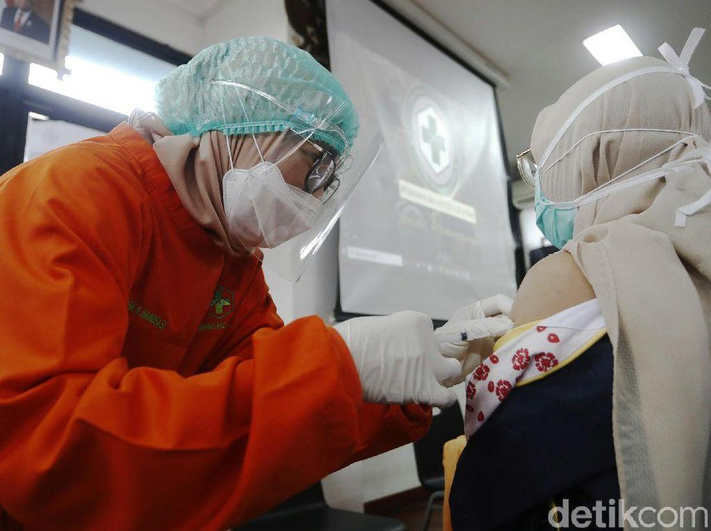 Kejar Vaksinasi COVID-19, Perusahaan Farmasi Buka Ribuan Lowongan