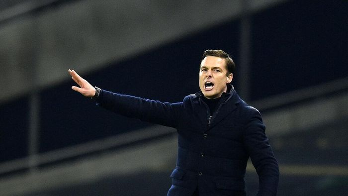 Fulhams manager Scott Parker gives instructions to his players during the English Premier League soccer match between Tottenham Hotspur and Fulham at the Tottenham Hotspur Stadium in London, Wednesday, Jan. 13, 2021. (Glyn Kirk/Pool via AP)