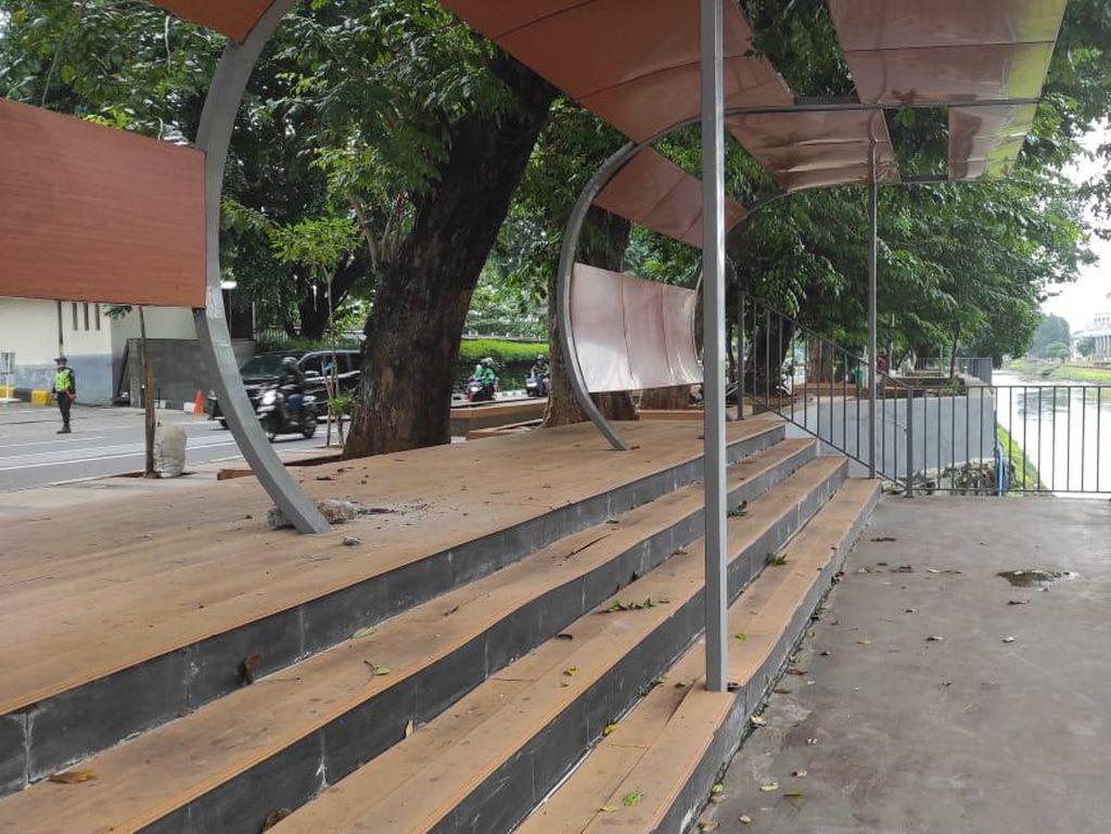 Pemkot Jakpus: Trotoar Seberang BNI City Rusak Gegara Skateboard Malam