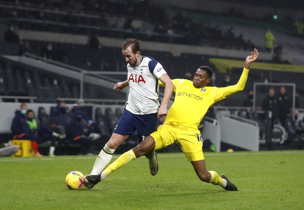LONDON, ENGLAND - JANUARY 13: Tosin Adarabioyo of Fulham tackles Harry Kane of Tottenham Hotspur  during the Premier League match between Tottenham Hotspur and Fulham at Tottenham Hotspur Stadium on January 13, 2021 in London, England. Sporting stadiums around England remain under strict restrictions due to the Coronavirus Pandemic as Government social distancing laws prohibit fans inside venues resulting in games being played behind closed doors. (Photo by Matthew Childs - Pool/Getty Images)