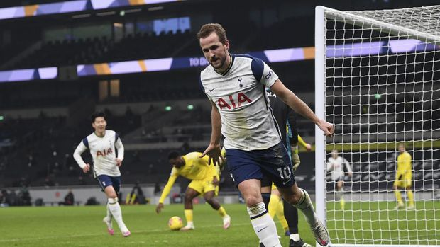 Tottenham's Harry Kane celebrates after scoring his side's opening goal during the English Premier League soccer match between Tottenham Hotspur and Fulham at the Tottenham Hotspur Stadium in London, Wednesday, Jan. 13, 2021. (Shaun Botterill/Pool via AP)