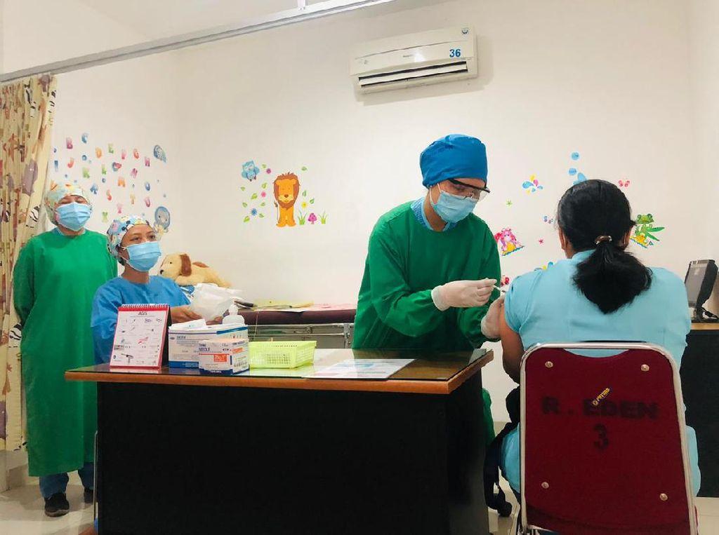 Vaksinasi Corona di Solo Dimulai, Nakes-Kapolresta Disuntik Pertama