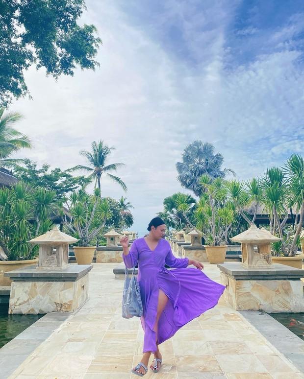 Wanda Haraa memakai dress purple/instagram.com/wanda_haraa