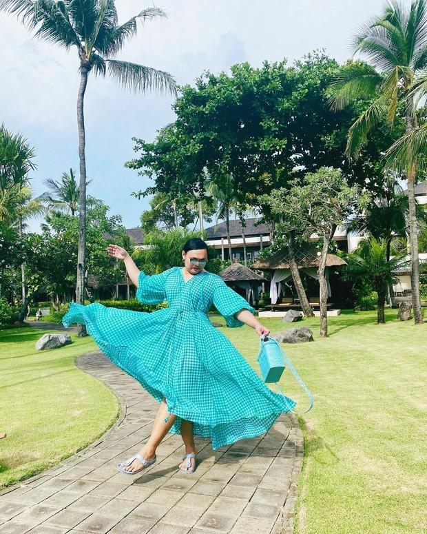 Wanda Haraa memakai outfit toska/instagram.com/wanda_haraa