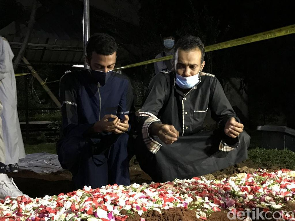 Putra Tak Ada Firasat Syekh Ali Jaber Berpulang untuk Selamanya