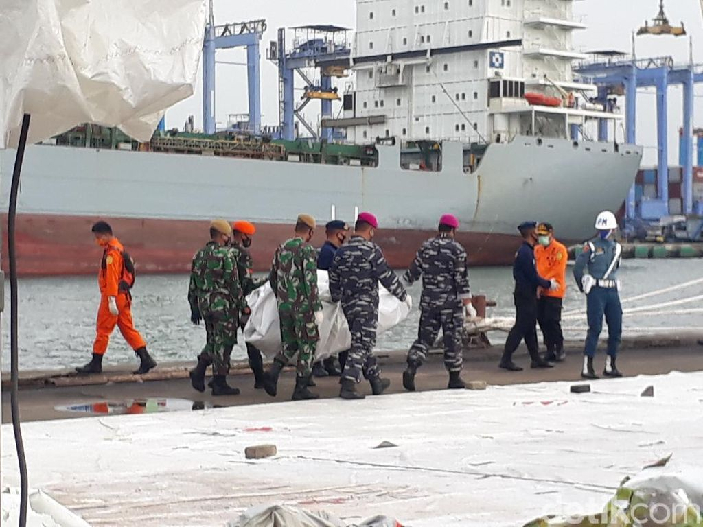 Hari Ke-7 Evakuasi SJ182, Basarnas Kembali Terima 13 Kantong Bagian Tubuh