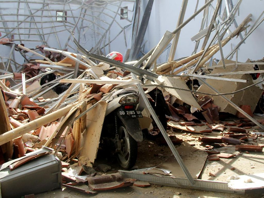 BNPB Data Warga yang Masih Terjebak Bangunan Roboh Akibat Gempa Sulbar