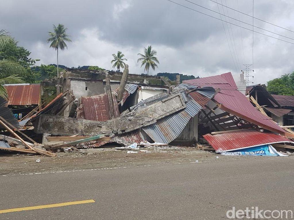 Fakta Terkini Dampak Gempa Majene: 35 Orang Tewas-15 Ribu Ngungsi