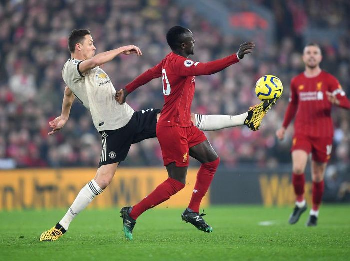 LIVERPOOL, ENGLAND - JANUARY 19: Nemanja Matic of Manchester United controls the ball while under pressure from Sadio Mane of Liverpool during the Premier League match between Liverpool FC and Manchester United at Anfield on January 19, 2020 in Liverpool, United Kingdom. (Photo by Michael Regan/Getty Images)