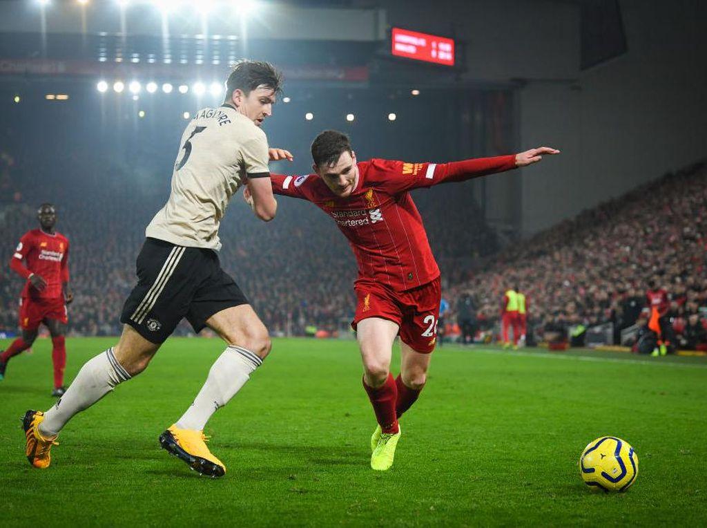 Carragher: Liverpool dalam Tekanan, MU Punya Kans Bagus