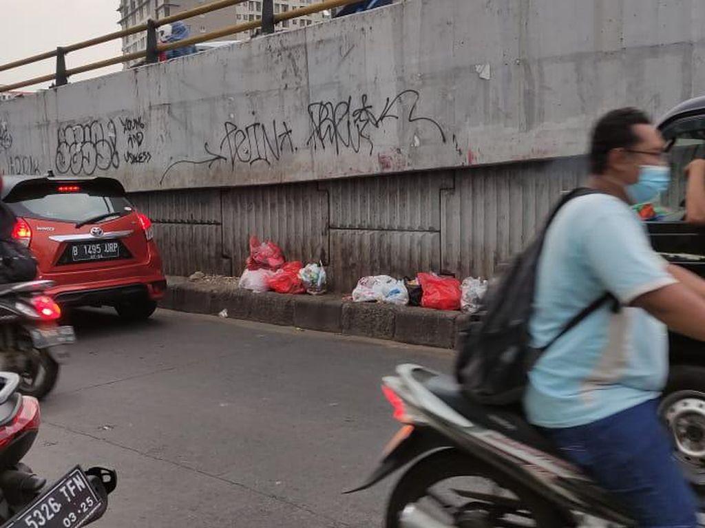 Agar Sampah Enyah dari Jalanan Ciputat, Gerindra Minta Satpol PP Stand By