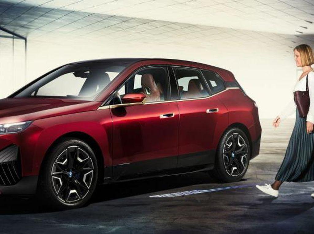 Buka-Kunci Mobil BMW Bisa Pakai iPhone
