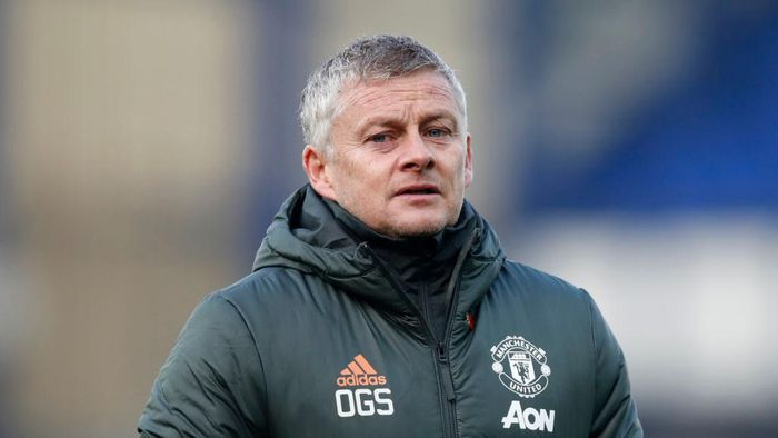 LIVERPOOL, ENGLAND - NOVEMBER 07: Ole Gunnar Solskjaer, Manager of Manchester United looks on during the Premier League match between Everton and Manchester United at Goodison Park on November 07, 2020 in Liverpool, England. Sporting stadiums around the UK remain under strict restrictions due to the Coronavirus Pandemic as Government social distancing laws prohibit fans inside venues resulting in games being played behind closed doors. (Photo by Clive Brunskill/Getty Images)