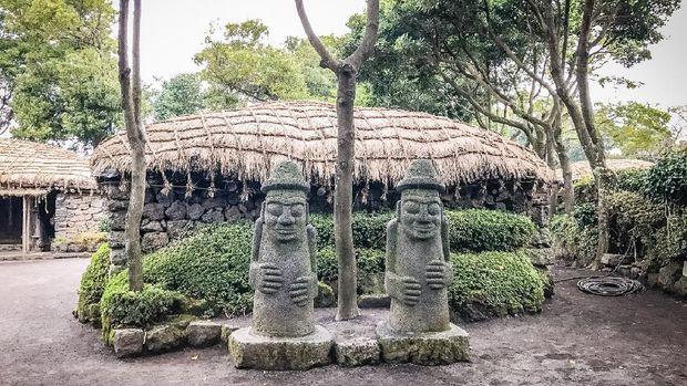 Twin Jeju idols (Dolharubang, the