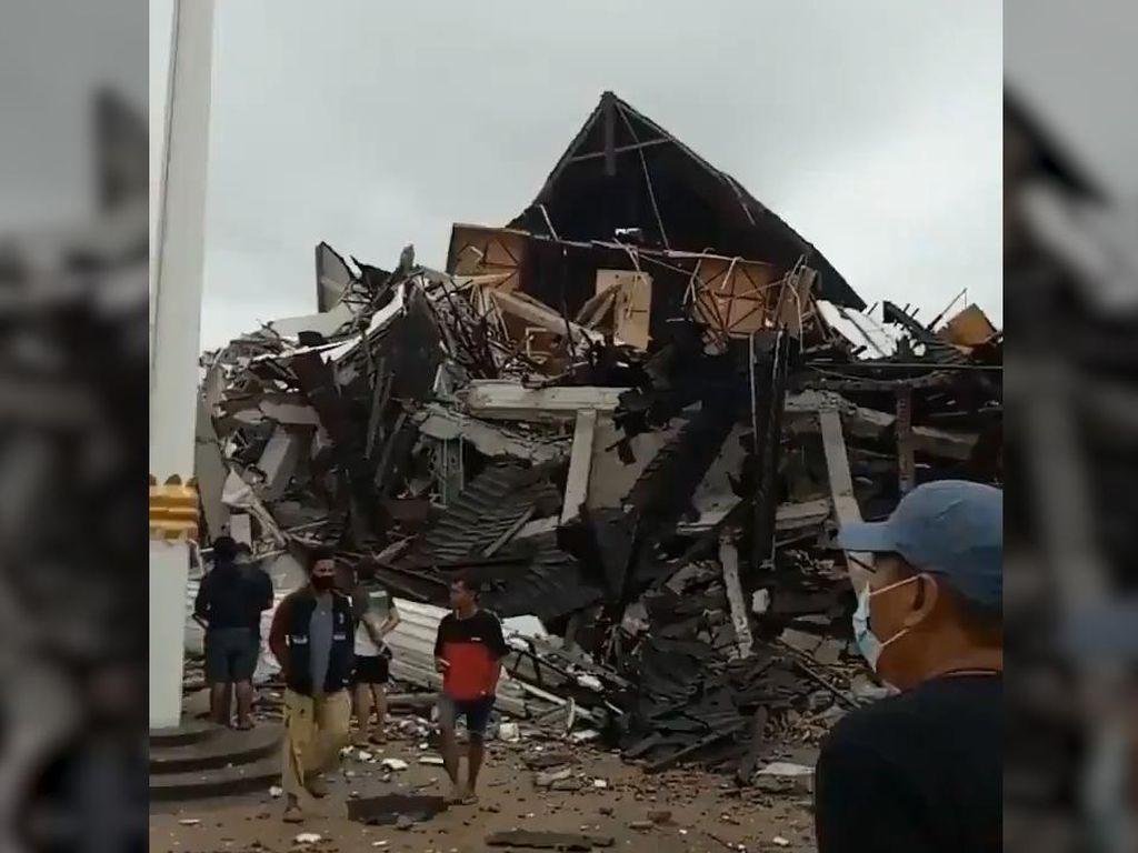 Jalur Darat Putus Akibat Gempa Majene, Gubernur Sulsel Kirim Bantuan Via Laut