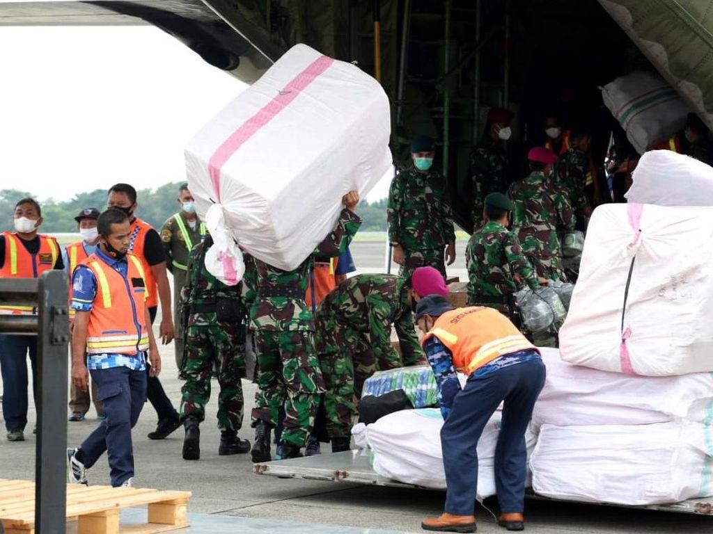 Pengiriman Bantuan Logistik ke Sulawesi Barat