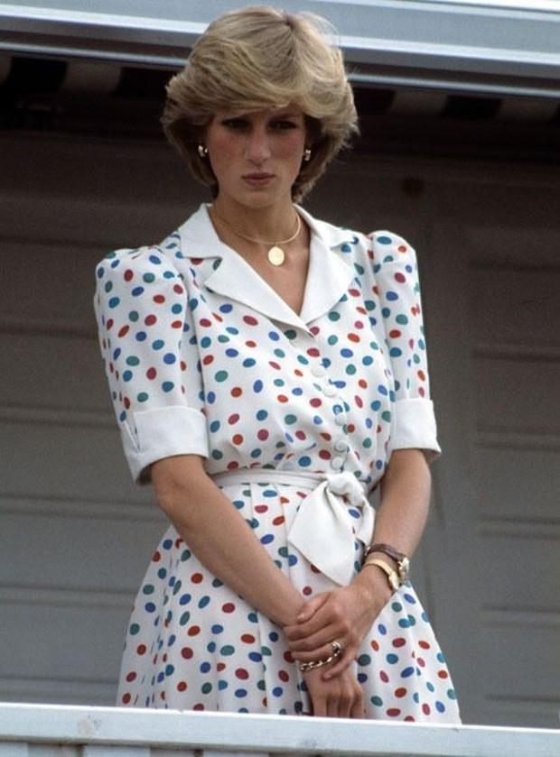 Dari semua pattern yang muncul dari tahun 1990-an, polkadot menjadi motif yang digemari oleh banyak orang hingga kini.